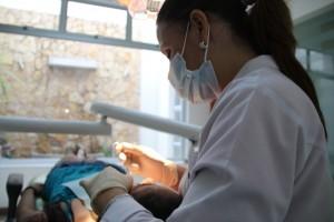 Doctora Iveth con su paciente
